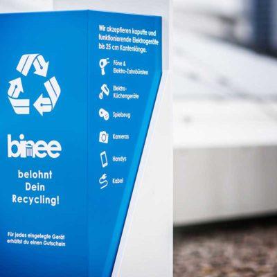 binee-Tonnen belohnen ihre Nutzerinnen und Nutzer und setzen auf Recycling