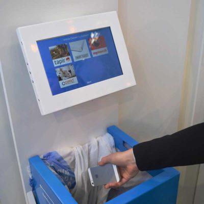 Rückgabe ausgedienter Kleinelektrogeräte an der e-binee (Foto: binee)
