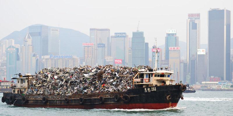 Transport von Schrott mit dem Schiff (Foto: SeanPavonePhoto, iStock)