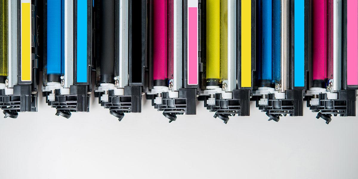 Ob voll, halbvoll oder entleert - in keinem Falle gehören Druckerpatronen und Tonerkartuschen in den Hausmüll