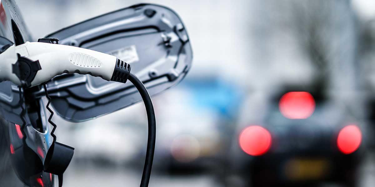 Elektromobilität (Foto: nrqemi, iStock)