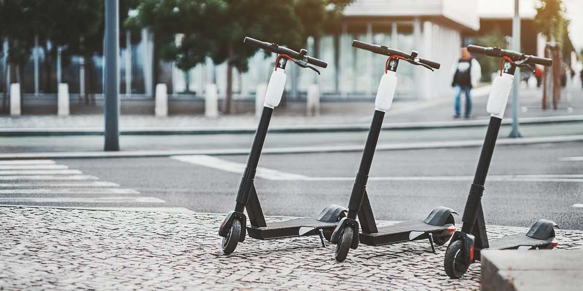 E-Scooter-Akkus sind potentielle Brandherde (Foto: skyNext, iStock)