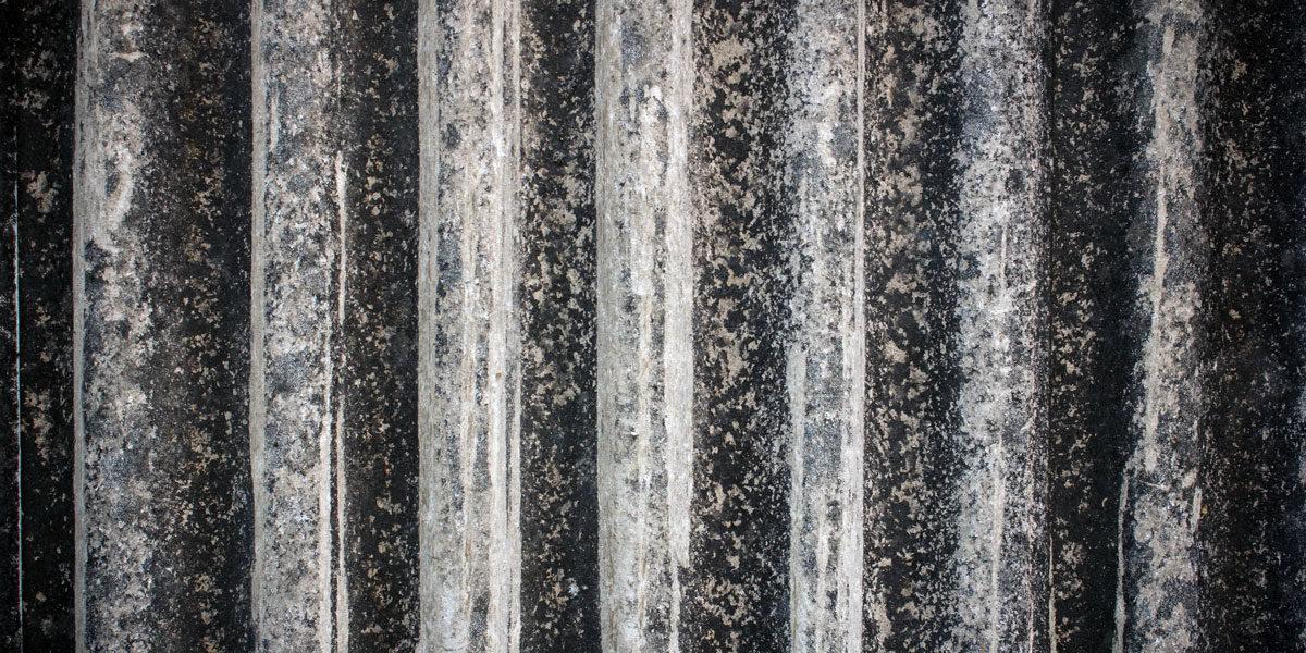 Asbest entsorgen (Foto: amstockphoto, iStock)