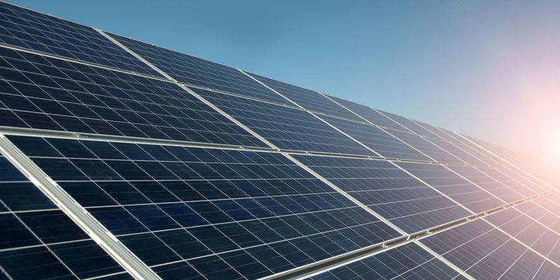 Solaranlagen richtig entsorgen (Foto: Tverdohlib, iStock)