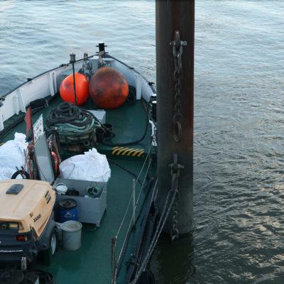 Feste Abfälle wie Hausmüll vom Schiff werden in reißfesten Big Bags transportiert.