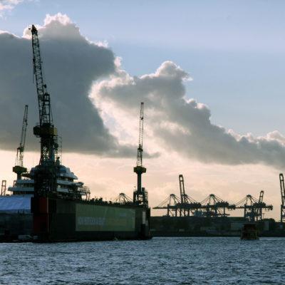 Hamburg ist der drittgrößte Containerhafen in Europa.