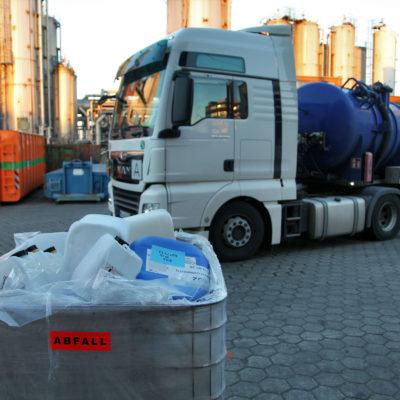Ein Saugwagen nach Abgabe von Öl-Wasser-Gemischen in die Aufbereitungsanlage.