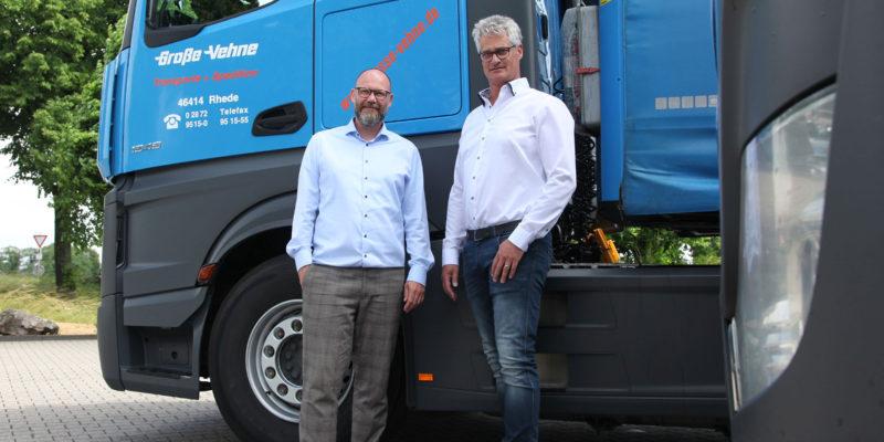 Familienunternehmen in dritter Generation – Geschäftsführer Frank Große-Vehne (links im Bild) und Speditionsleiter Michael Raukamp