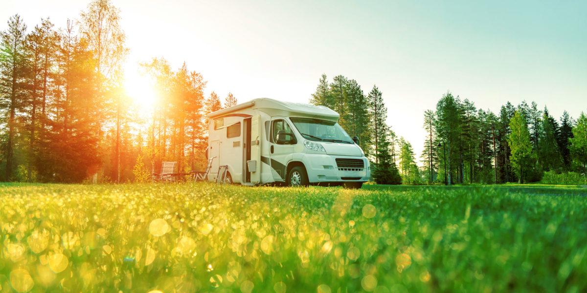 Vanlife: Urlaub im Wohnmobil oder selbst ausgebauten Van liegt im Trend