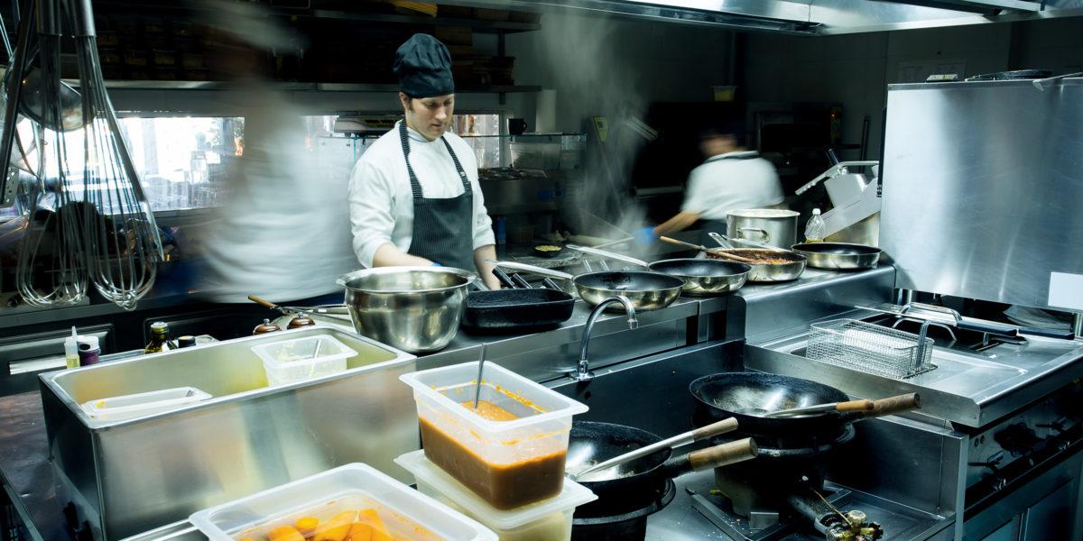 Wo Verschmutzungen durch Lebensmittelfette und -öle anfallen, müssen zur reinigenden Abwassservorbehandlung Fettabscheider installiert werden